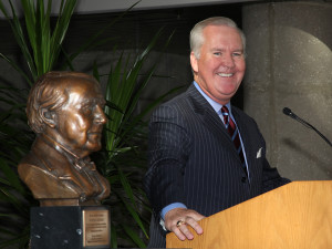 Tampa Mayor Bob Buckhorn with the Edison Award.